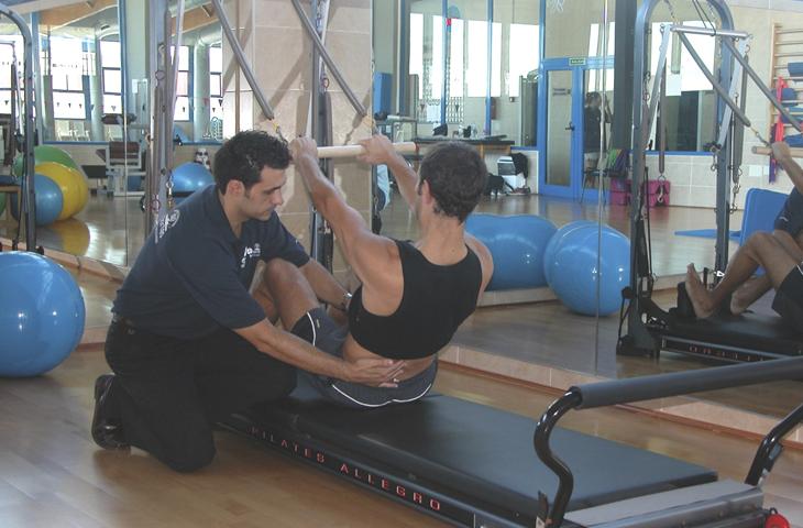Los ejercicios de estabilidad lumbopélvica mejoran el dolor y la arquitectura muscular abdominal en supervivientes de cáncer de colon