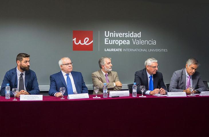 El decano del ICOFCV ha abordado el impacto de la artrosis desde la Fisioterapia en el foro organizado por la Universidad Europea de Valencia y la Fundación SEMERGEN