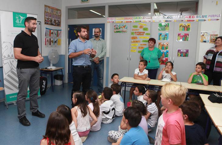 El Colegio de Fisioterapeutas ayudará a fomentar posturas correctas para evitar lesiones de espalda en los escolares de Castellón