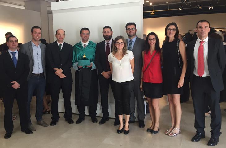 El decano del ICOFCV, Josep Benítez, estuvo junto al claustro de profesores del Departamento de Fisioterapia de la CEU-UCH.