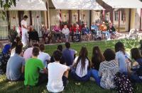 Alumnos de la UJI diseñan nuevos andadores y bastones para los mayores de Almassora